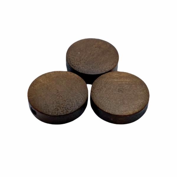 Sötét barna festett fa korong gyöngy (15x4mm)