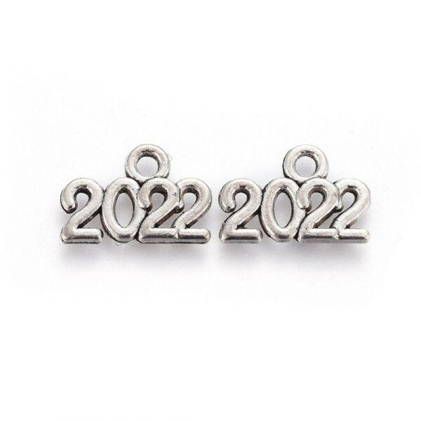 Antikolt ezüst színű 2022 újévi fityegő