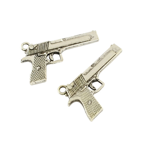 Antikolt ezüst színű fegyver fityegő