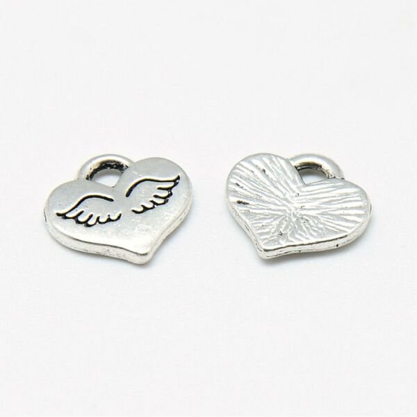 Antikolt ezüst színű szárnyas szív fityegő