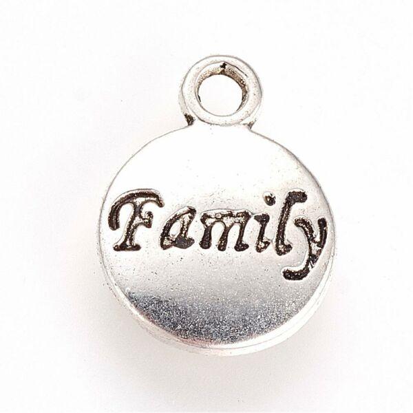 Antikolt ezüst színű family feliratú kör alakú fityegő
