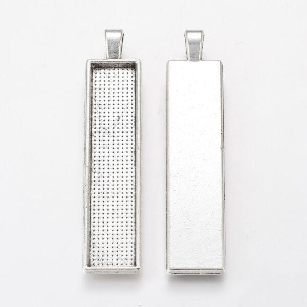 Antikolt ezüst színű téglalap alakú medálalap (50x10mm) hozzá tartozó üveglencsével