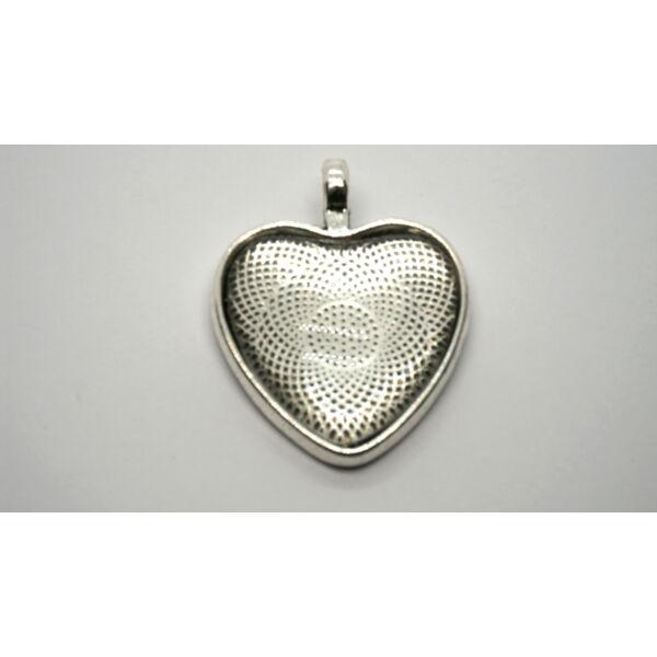 Antikolt ezüst színű szív alakú medálalap (25x25mm) hozzátartozó üveglencsével