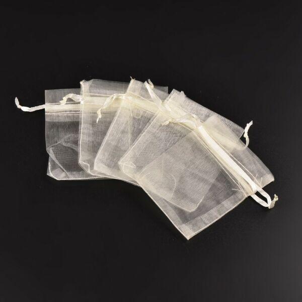 Törtfehér színű organza tasak (9x7cm)