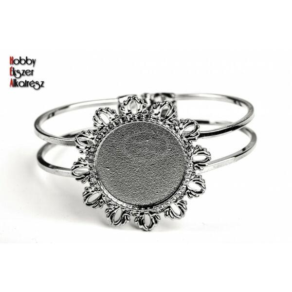 Antikolt ezüst színű virágos karperec (25mm)