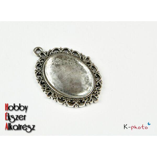 Antikolt ezüst színű medálalap (18x25mm) hozzátartozó üveglencsével