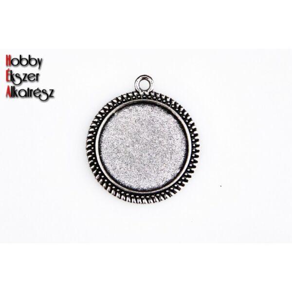 Antikolt ezüst színű pöttyös szélű medálalap (16mm)