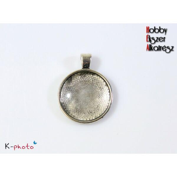 Antikolt ezüst színű sima medálalap (25mm) hozzátartozó üveglencsével