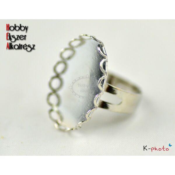 Antikolt ezüst színű csipkés szélű gyűrűalap (18x25mm)