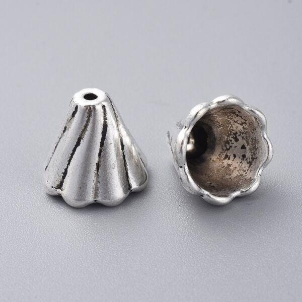 Antikolt ezüst színű kupola alakú gyöngykupak