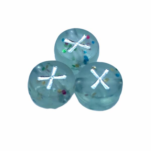 """Műanyag glitterrel díszített kör """"X"""" betűgyöngy (7mm)"""