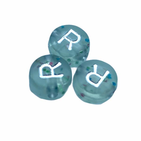 """Műanyag glitterrel díszített kör """"R"""" betűgyöngy (7mm)"""