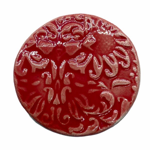 Kézműves piros, virágos porcelán korong (35mm)