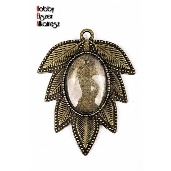 Antikolt bronz színű levél alakú medál (18x25mm) hozzátartozó üveglencsével