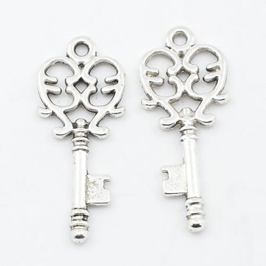 Antikolt ezüst kulcs fityegő