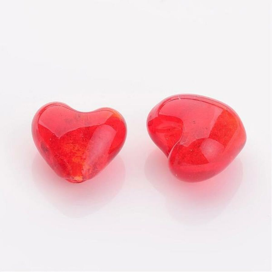 Szív alakú piros üveggyöngy (12x12mm)