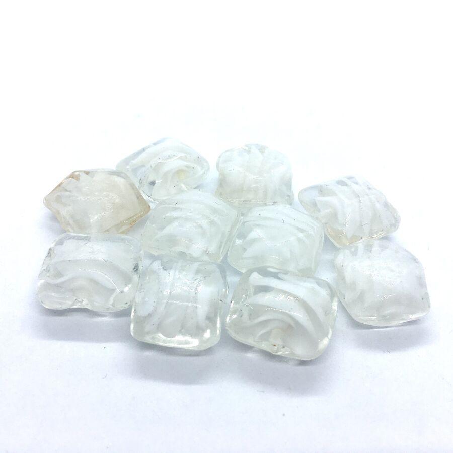 Fehér üveggyöngy (16x16mm)