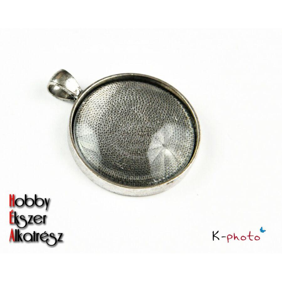 Antikolt ezüst színű sima kerek medálalap (30mm) hozzátartozó üveglencsével