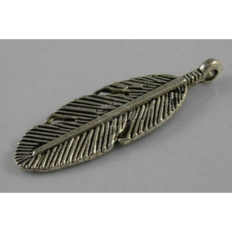 Antikolt ezüst színű toll fityegő