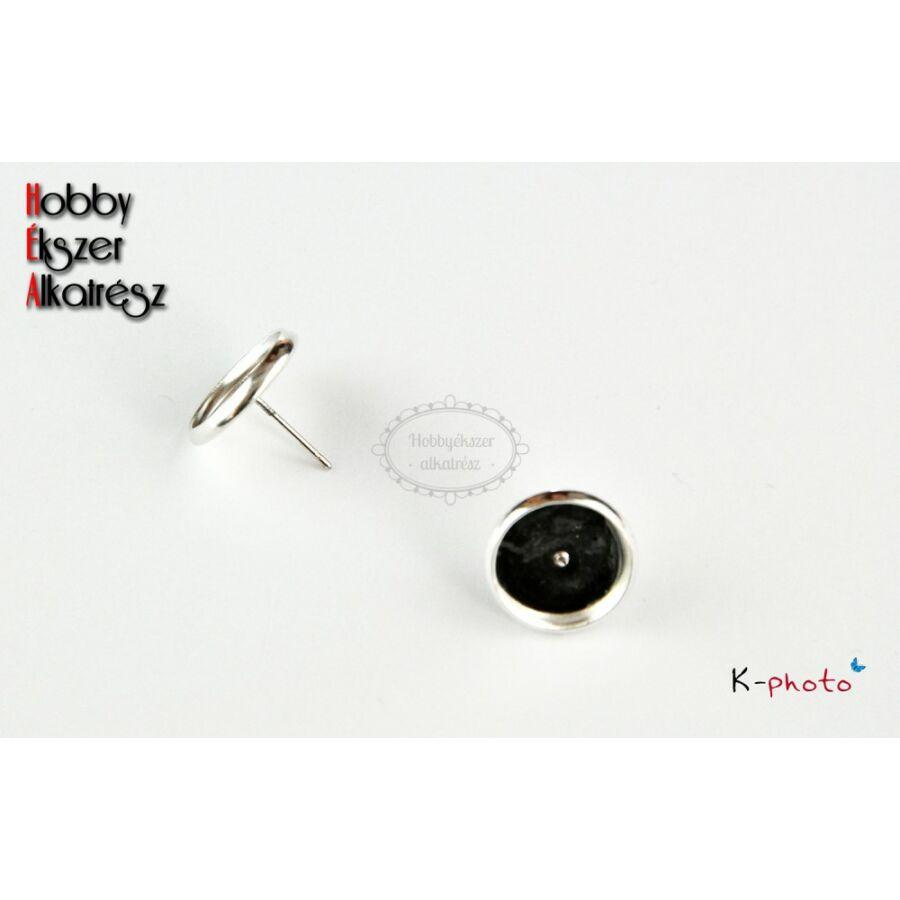 Ezüst színű bedugós fülbevalóalap (8mm)